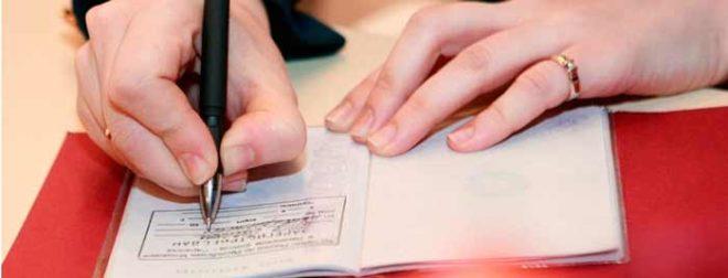 Основания для снятия с регистрационного учета. Можно ли выписать человека из квартиры «в никуда», если он не собственник?